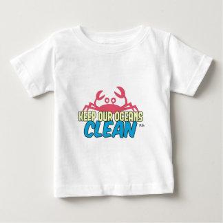 O ambiente mantem nosso slogan limpo dos oceanos camiseta para bebê