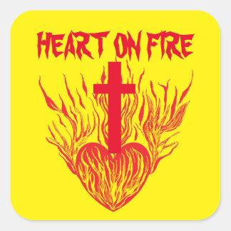 O amor ajusta um coração no fogo adesivo quadrado