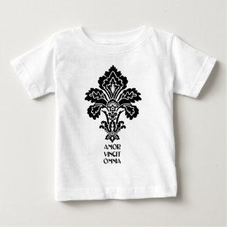 O amor conquista tudo (preto-branco) tshirts