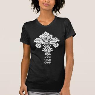 O amor conquista tudo (preto-branco) camiseta