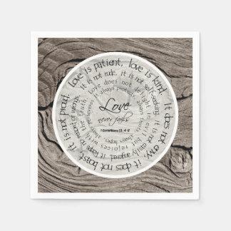 O amor de madeira rústico é guardanapo de papel do