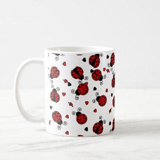 O amor desinseta joaninhas vermelhos caneca de café