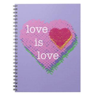 O amor é caderno espiral do coração do amor