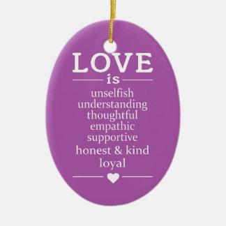O amor é… nomes, data & ornamento feitos sob