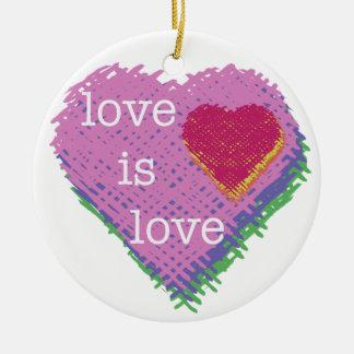 O amor é ornamento do coração do amor