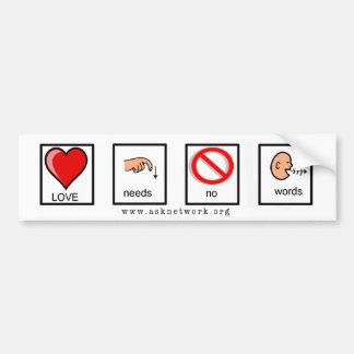 O amor não precisa nenhum autocolante no vidro tra adesivos