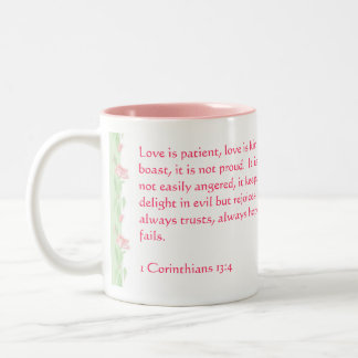 O amor nunca falha - 1 13:4 dos Corinthians Caneca Dois Tons