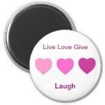 O amor vivo dá o ímã imã