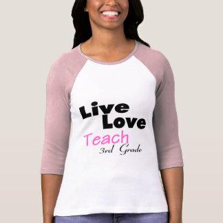 O amor vivo ensina a ó categoria (o rosa) camiseta