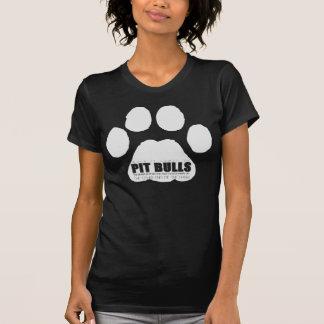 O animal está na outra extremidade da trela t-shirt