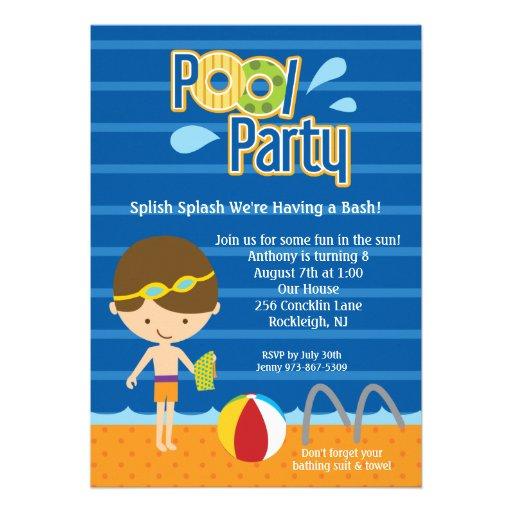 O aniversário azul da festa na piscina dos meninos convites personalizado