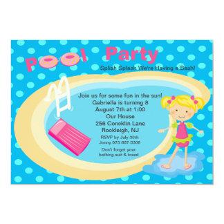 O aniversário azul das meninas de festa na piscina convite 12.7 x 17.78cm