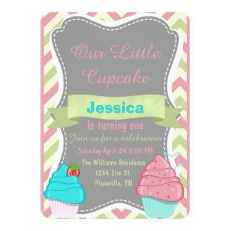 O aniversário bonito do cupcake das meninas convite 11.30 x 15.87cm