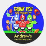 O aniversário de criança agradece a etiquetas: adesivo redondo