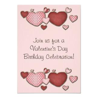O aniversário do dia dos namorados dos corações convite 12.7 x 17.78cm