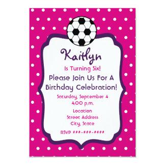 O aniversário do futebol das meninas convida o convites personalizados