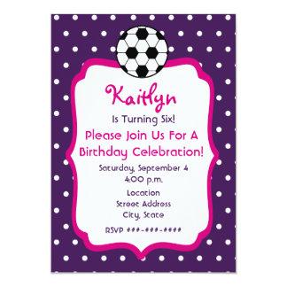 O aniversário do futebol das meninas convida o convite 12.7 x 17.78cm
