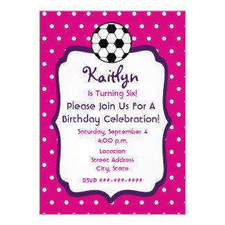 O aniversário do futebol das meninas convida o ros convites personalizados