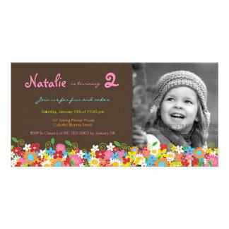 O aniversário do jardim de flores do primavera cartão com foto