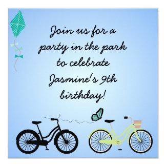 O aniversário personalizado das bicicletas convida convite quadrado 13.35 x 13.35cm