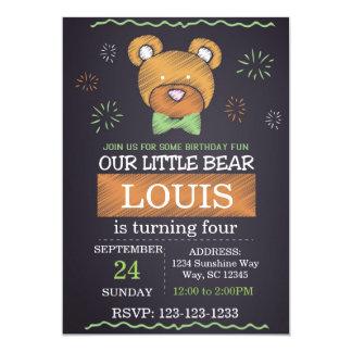 O aniversário verde do urso do laço convida convite 12.7 x 17.78cm