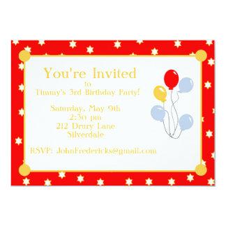 O aniversário vermelho das estrelas e dos balões convite 12.7 x 17.78cm
