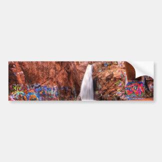 O arco-íris cai com grafites adesivo
