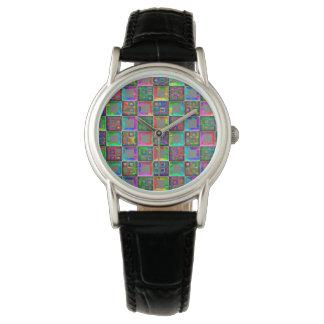 O arco-íris esquadra o relógio de forma por Julie
