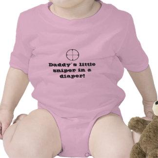 """O """"atirador furtivo bebê de uma fralda"""" cresce camiseta"""