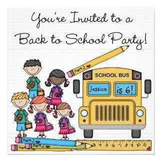 O auto escolar de volta ao aniversário da escola c convites personalizado