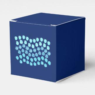 O azul acena a caixa clássica do favor