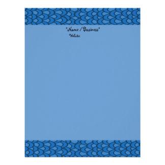 O azul acena o papel de carta