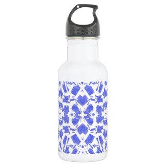 O azul dá forma à garrafa de água