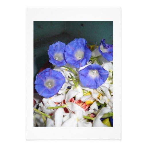 O azul floresce a glória da natureza convite personalizado