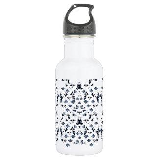 O azul mancha a garrafa de água