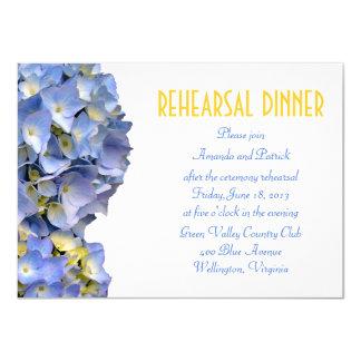 O azul simples floresce o convite do jantar de