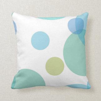 O azul verde circunda o travesseiro decorativo almofada