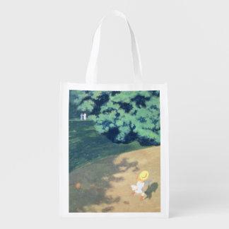 O balão ou o canto de um parque com uma criança sacolas ecológicas