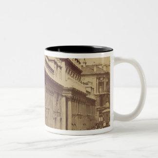 O Banco da Inglaterra, Londres, c.1880 (foto do Caneca De Café Em Dois Tons