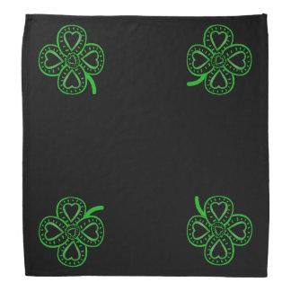 O Bandana de 4 St Patrick verdes pretos dos trevos