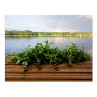 O banho finlandês tradicional whisks o cartão