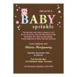 O bebê cor-de-rosa da coruja polvilha o convite