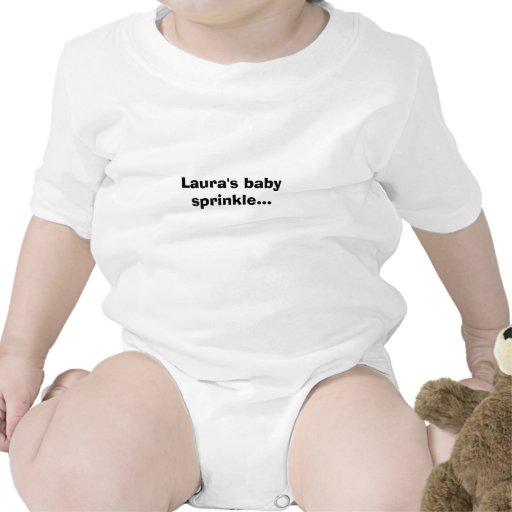 O bebê de Laura polvilha… Macacãozinho