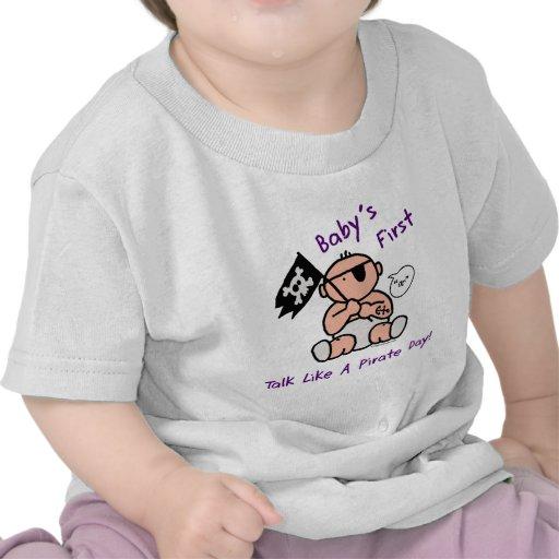 O bebê fala primeiramente como um dia do pirata tshirts