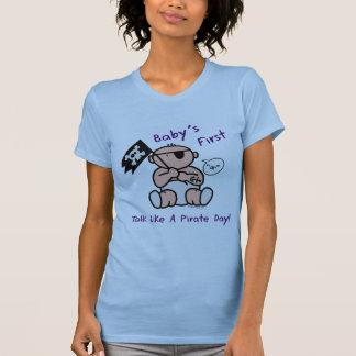 O bebê fala primeiramente como um dia do pirata t-shirts