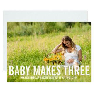 O bebê faz o anúncio da gravidez de três |