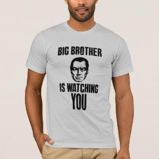 O big brother está olhando-o camiseta