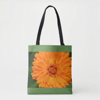 O bolsa alaranjado e verde da flor selvagem