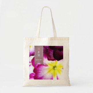 O bolsa colorido das flores para convidados