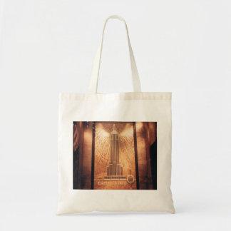 O bolsa com design do Empire State Building